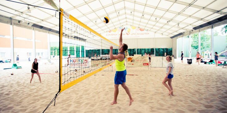 Squash, badminton nebo beachvolleyball: pronájem sportovišť pro 2-8 osob