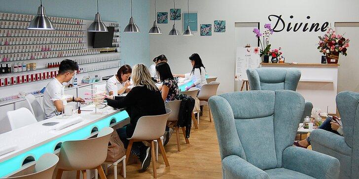 Modeláž nehtů nebo shellac včetně pedikúry v nově otevřeném salonu