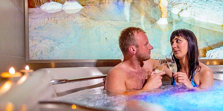 Romantický pobyt u Macochy: moderní pokoje, privátní wellness a výlety