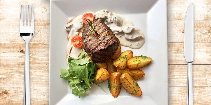 Hovězí steak z vyzrálé argentinské svíčkové s přílohou a omáčkou z hub