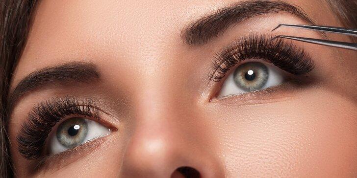 Krásné výrazné oči: Permanentní prodloužení řas metodou řasa na řasu