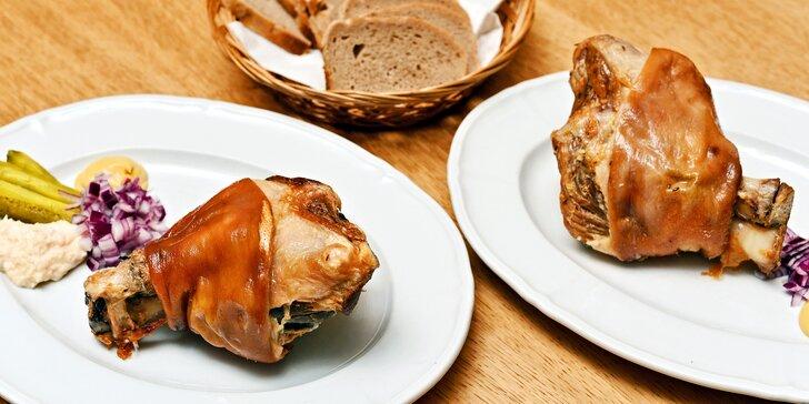 Pořádný kus masa: dvě 800g vepřová kolena z grilu s křenem a hořčicí