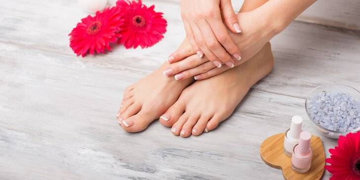 Pečlivá mokrá pedikúra i s možností masáže chodidel