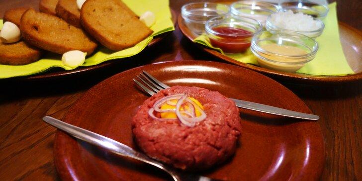 200g tatarský biftek namíchaný dle vašeho přání a 4 krajíce topinek
