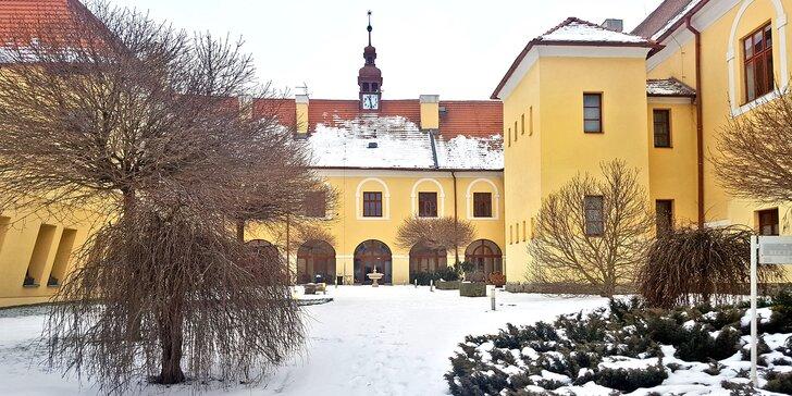 Víkendový zámecký pobyt v Čechticích: ultra all inclusive na jídlo i nápoje