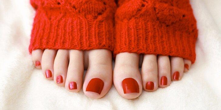 Pro krásné nohy: 60minutová luxusní péče v podobě mokré pedikúry