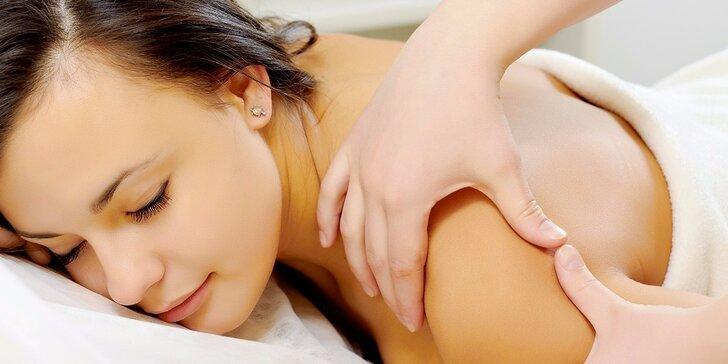 Relaxační masáž zad, šíje, plosek nohou a zábal lávovými kameny