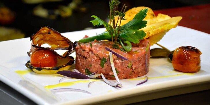 2 různé kuchařské show v Presto meat-marketu: degustace i skvělá podívaná