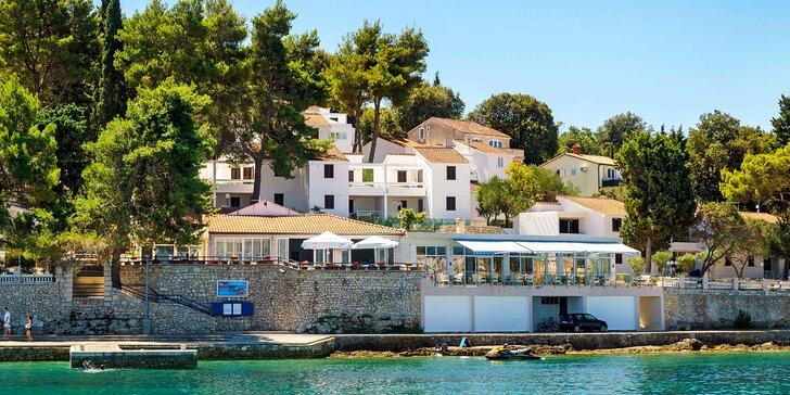 S partou či rodinou na Korčulu: apartmány s balkonem pro 4, bazén i výlety