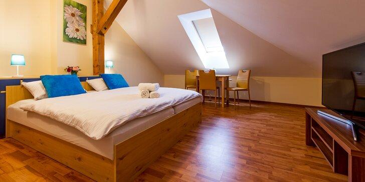 Výlety i odpočinek ve Velké Lomnici: dovolená pro 2 se snídaní či polopenzí