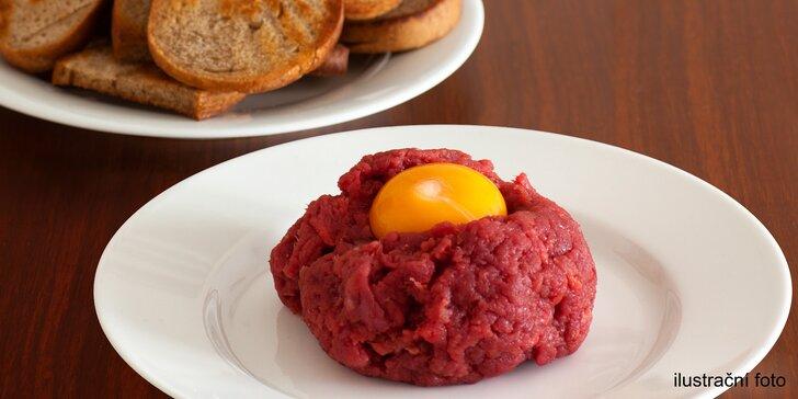Pořádná porce masa: 200gramový tatarský biftek a topinky v pivnici Budvarka