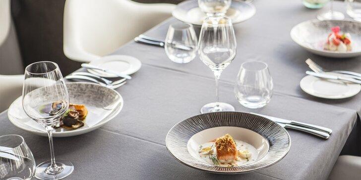 Luxusní 5chodové menu na Žižkovské věži: lanýž, losos, jelení hřbet i koktejl