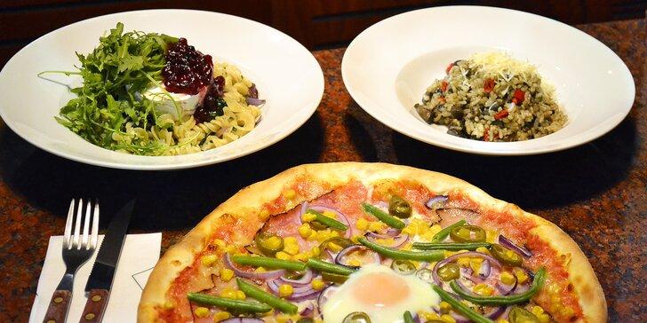 Výběr z jídelního lístku pizzerie: těstoviny, rizoto i pizza pro 1 nebo pro 2