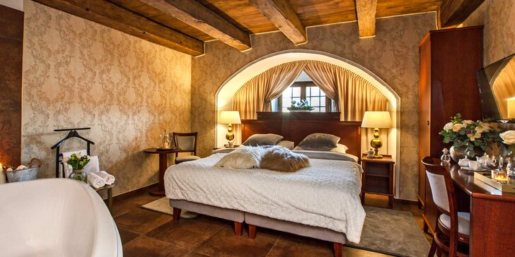 4* hotel v zámeckém areálu za Prahou: luxusní romantické pokoje a snídaně