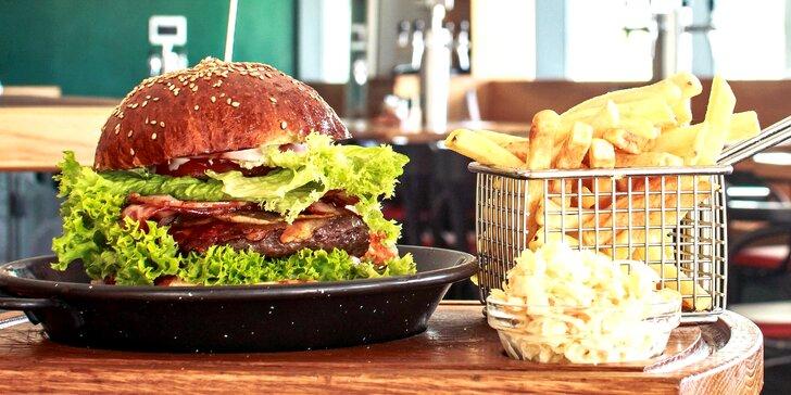 Dva burgery podle výběru z 10 skvělých variant, Coleslaw a hranolky