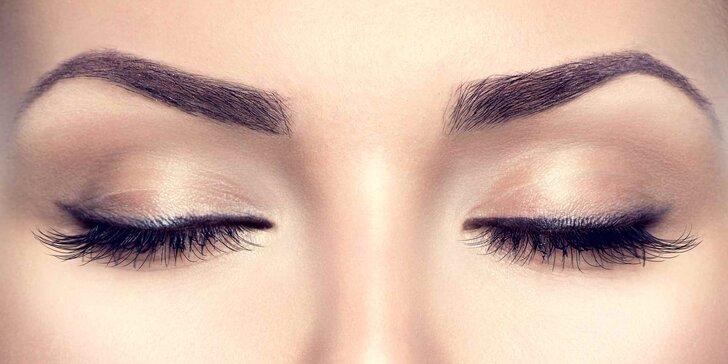 Oči jako šelma: prodlužování řas metodou řasa na řasu vč. tvarování obočí