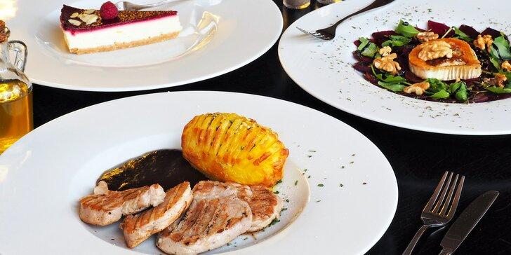 3chodové menu a výhled na jezero: carpaccio, panenka a malinový cheesecake