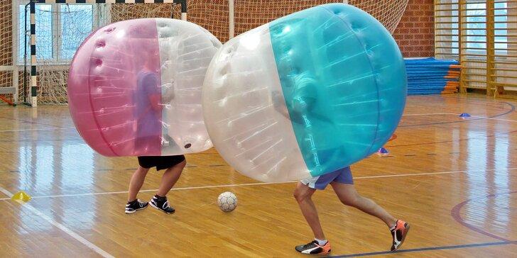 """Sport a sranda: """"fotbalový"""" Bubbleball v tělocvičně i s rozhodčím pro 6–8 os."""