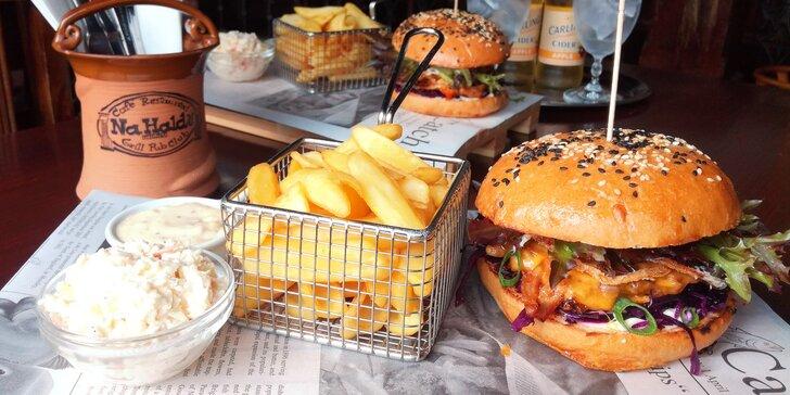 Burgerové menu s trhanými medovými žebírky, hranolky a salát pro dva