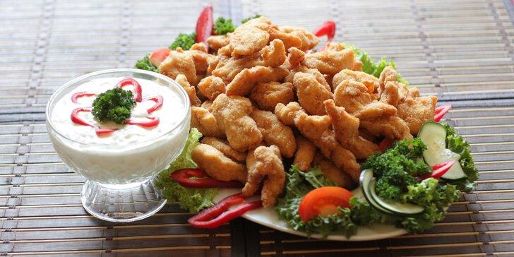Smažené kuřecí nugetky s česnekovým dipem a zeleninou: 0,5 až 2 kg