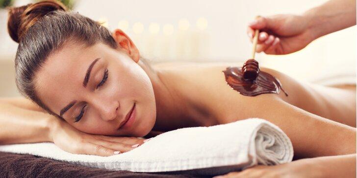 Sladké mámení: exkluzivní čokoládová masáž včetně zábalu a peelingu nebo Breussova masáž