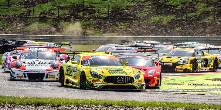 Pro milovníky rychlé jízdy: vstup na mezinárodní závody supersportů v Mostě
