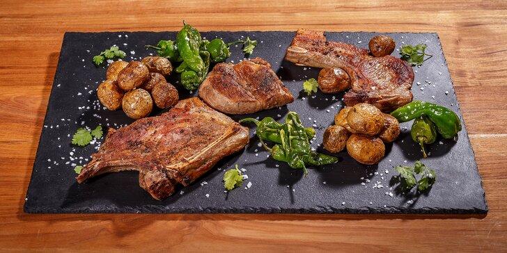 Skvěle se najezte: 1 kg vepřových steaků s pečenými bramborami pro 2 osoby