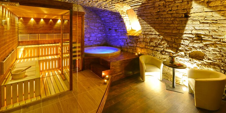 Relaxujte: 90 min. privátní vířivky i finské sauny se sektem a ovocem pro dva