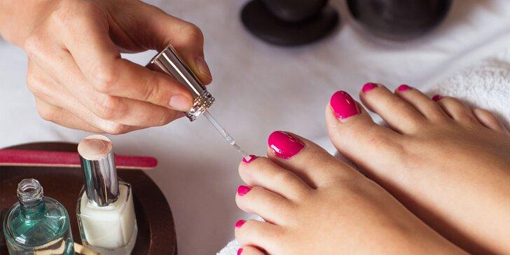 Péče o nehty: Klasická nebo wellness mokrá pedikúra pro dokonalé nohy