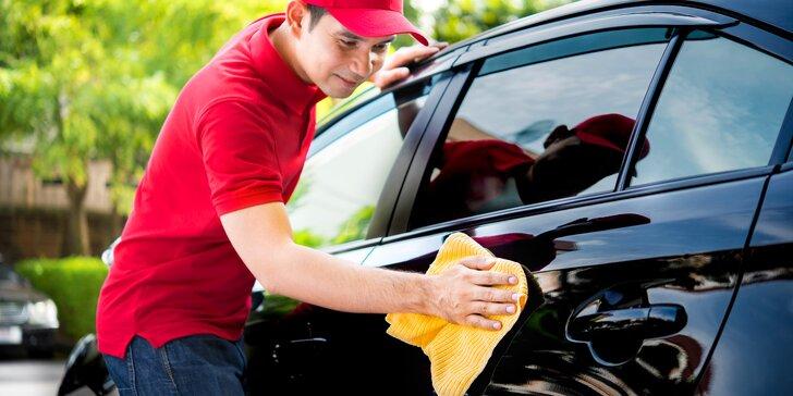 Čisté auto: ruční mytí karosérie vozidla, čištění interiéru i voskování