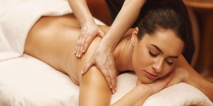 Hýčkající hodinová masáž podle výběru: thajská, olejová či aroma relaxační