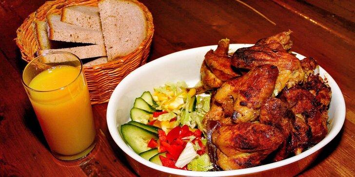 1 kg řízků nebo 2 kg pečených kuřecích křídel, příloha a nápoj dle chuti pro 2