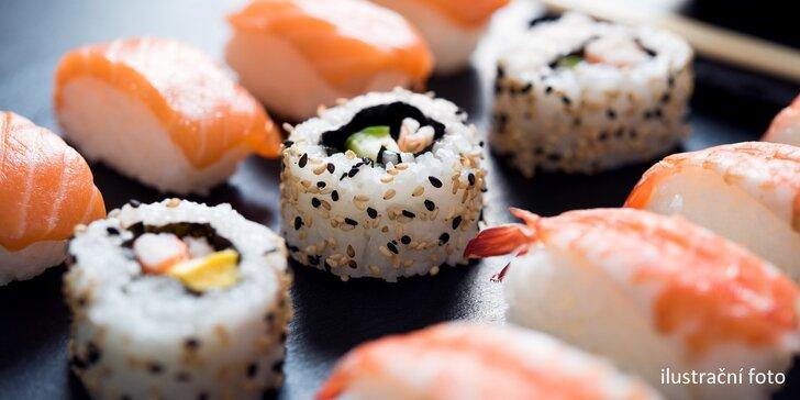 Smlsněte si na sushi: rolky s lososem, úhořem i vege v setech 24–80 kusů