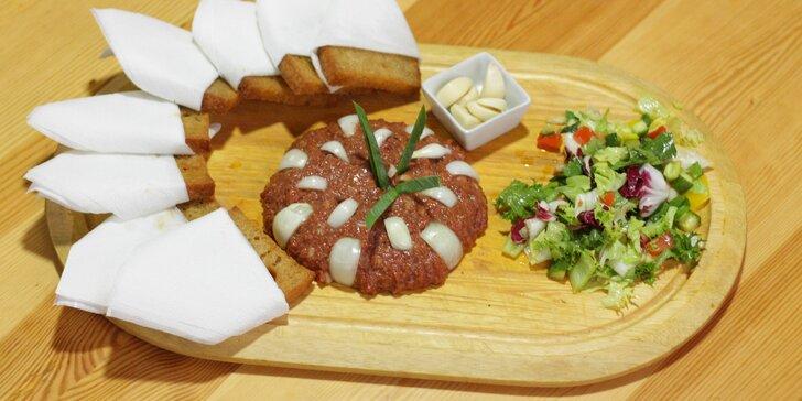 Dejte si pořádné jídlo: 300 či 500 g tataráku ze zadního hovězího s topinkami
