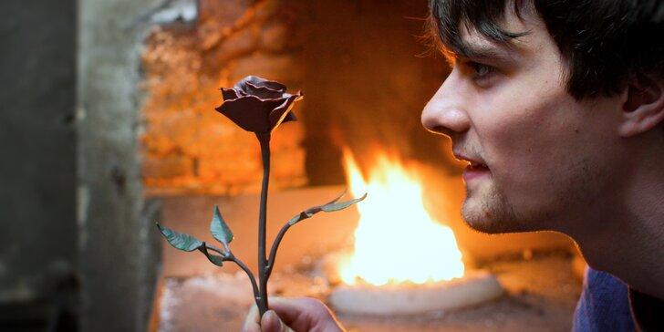Rodinná návštěva kovárny a vlastnoruční kování růže i otvíráku