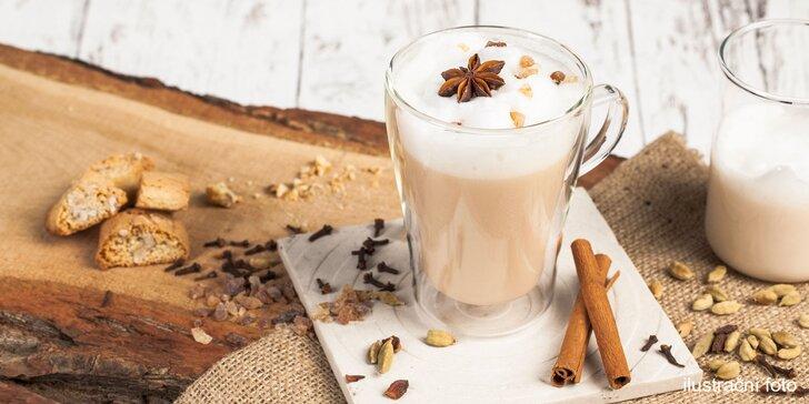 Horký nápoj podle výběru: kořeněný chai latte, čokoláda, svařák i espresso
