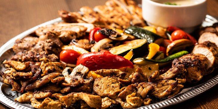 Vepřový nebo krůtí talíř: 1 kg masa, příloha a omáčka pro 4 osoby