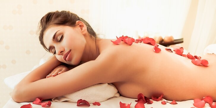 Valentýnská růžová masáž s čokoládovým zábalem a malým dárkem