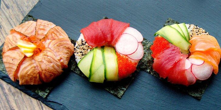 Sushi donuty: 2 či 4 kousky s flambovaným lososem a dalšími pochoutkami