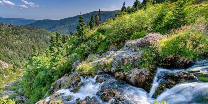 Jaro a léto na prahu Krkonoš: Prosté bydlení u Kramářova zámku s polopenzí