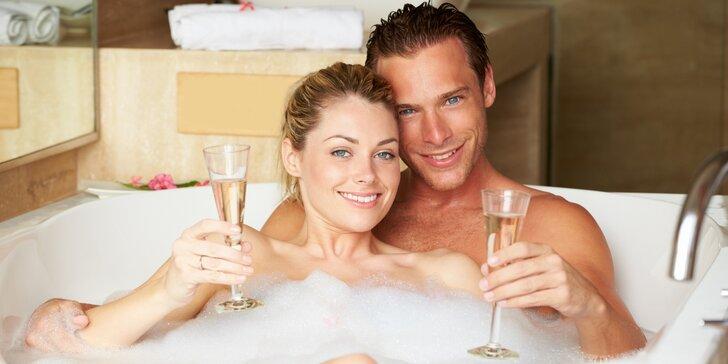 Romantika v privátním wellness: vířivka, sauna, ovoce, láhev sektu i masáž