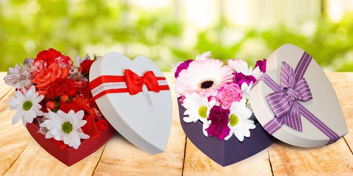 Flower box: srdcová krabice s čerstvými květinami z květinářství Belle Rose