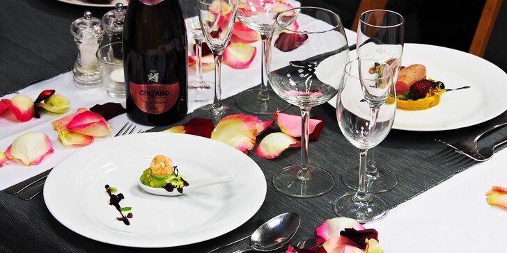 Valentýnská večeře o 5 chodech: avokádová pěna, losos, telecí maso i dezert