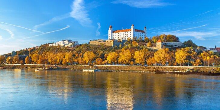 Výlet za poznáním Bratislavy: doprava busem i plavba lodí po Dunaji v ceně
