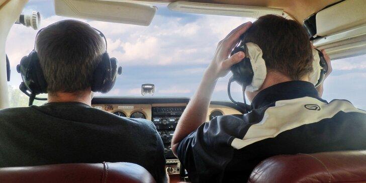 V oblacích: Pilotujte letoun Cessna 172 a vezměte s sebou až dva pasažéry