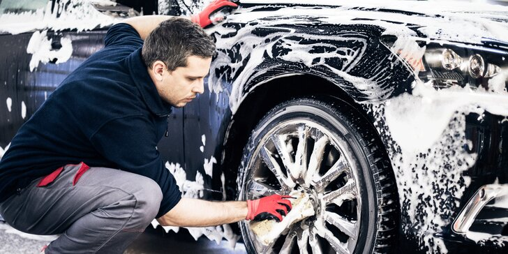 Čistá jízda: ruční mytí interiéru i exteriéru aut typu kombi i sedan