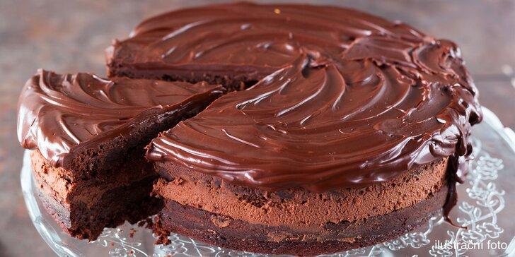 Domácí dort z kavárny Taroucafé: pařížský, punčový, jahodový i tiramisu
