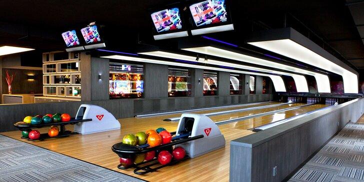 Parádní večer: hodina bowlingu i s tatarákem z pravé svíčkové až pro 8 osob