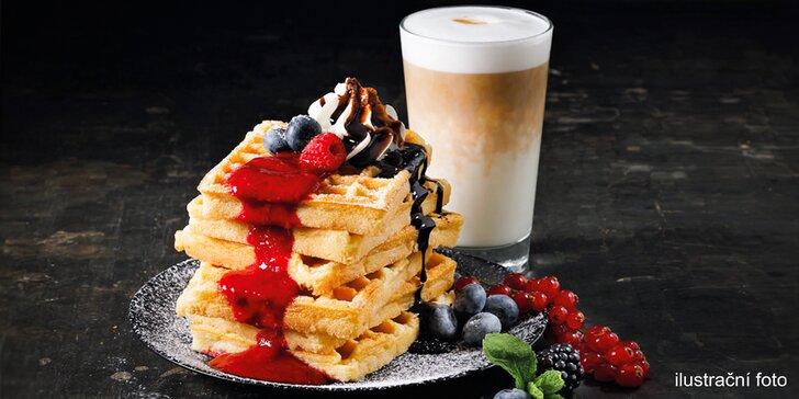 Čerstvé vafle s Frozen Yogurtem a nutellou, čokoládou či horkým ovocem