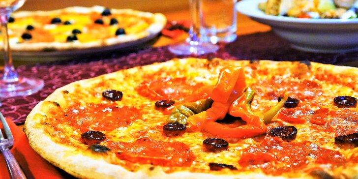 Dvě 40cm pizzy podle výběru z 24 druhů nebo salát s lososem pro 2 osoby